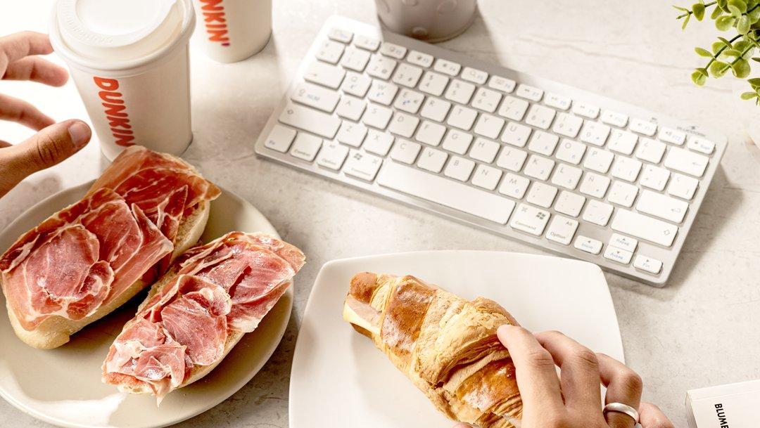 Desayunos y meriendas especiales a domicilio, con Dunkin'