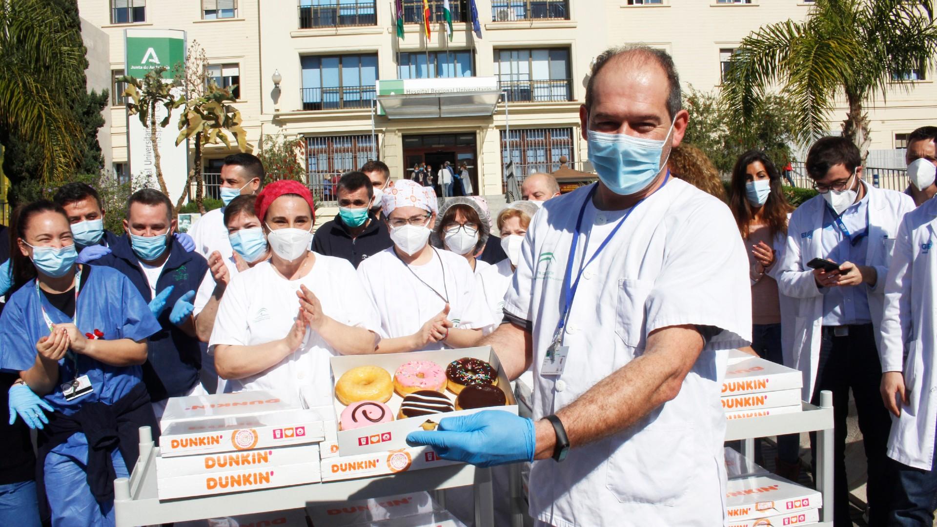 Entregamos más de medio millar de Dunkins a los sanitarios en agradecimiento